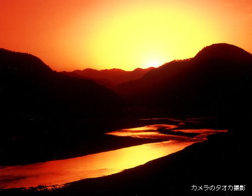 茜色に染まる熊野川�..